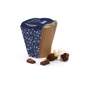 Gorąca czekolada z piankami i czekoladowymi figurkami - na pięć porcji