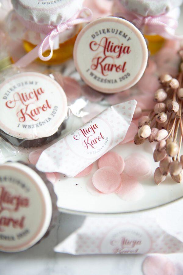 słodycze ślubne ciasteczka i krówki